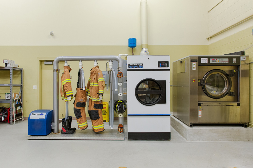 Continental_Girbau_fire_department_washer_extractor.5a8c79a031943